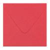 Avec enveloppes rouge corail